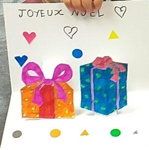 Les enfants souhaitent un joyeux Noël à leurs ainés